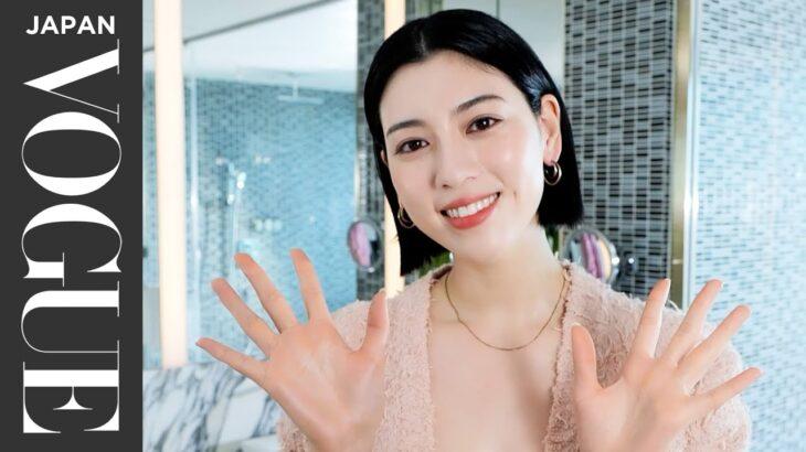 三吉彩花が教える「韓流ツヤ肌+じゅわっと血色メイク」の作りかた。| Beauty Secrets | VOGUE JAPAN